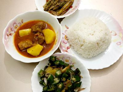 Daily Lunch Set Menu (4 persons) - CookupsX Economy Meals