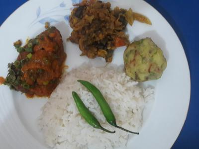 Lunch combo-Plain Rice, Rui Fish, Dal and Vegetable or Bohrta -2 person
