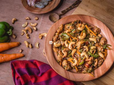 Cashewnut Salad with Prawn & Chicken