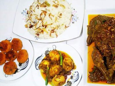 Whole chicken Roast, Polau, Rui Macher Cutlet & Dim Bhuna.